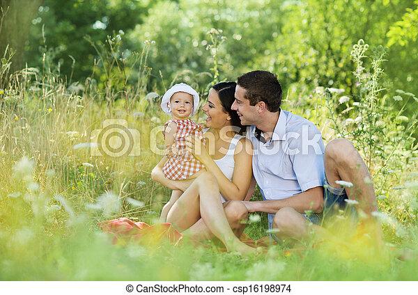 család, boldog - csp16198974