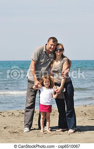 család, fiatal, szórakozik, tengerpart, boldog - csp6510067