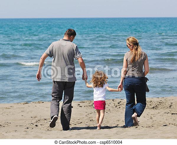 család, fiatal, szórakozik, tengerpart, boldog - csp6510004