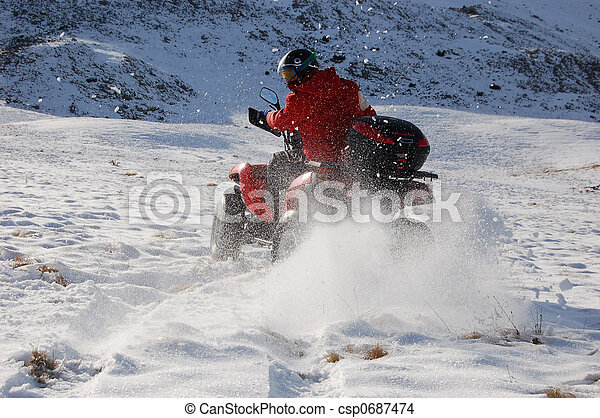 Quad en la nieve - csp0687474