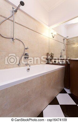 Cuarto de baño, blanco, negro, azulejos. Cuarto de baño ...