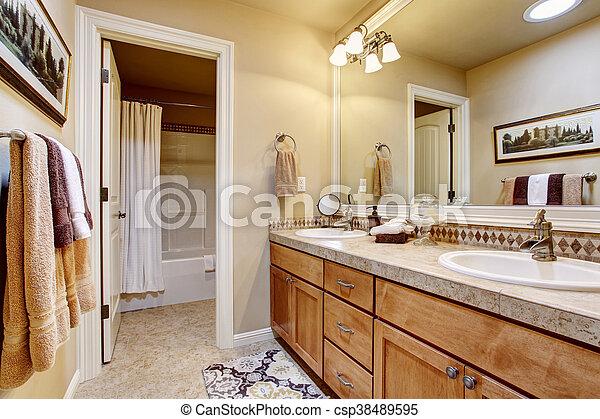 Cuarto de ba o elegante cima mostrador floor grande for Cocina y bano juntos
