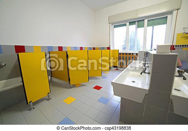 cuarto de baño, guardería infantil