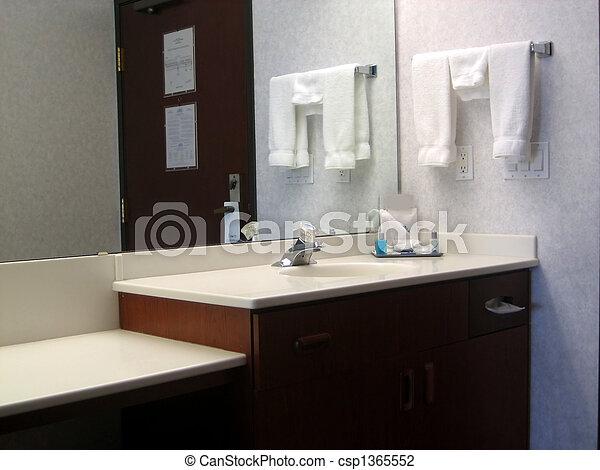 Cuarto de baño, habitación de hotel. Cuadros, cuarto de baño, hotel ...