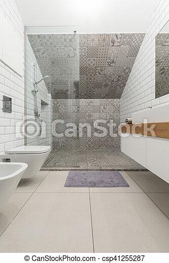 Diseño de baños modernos. Vista horizontal del diseño ...