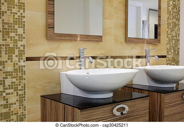 El lavabo moderno del baño - csp30425211