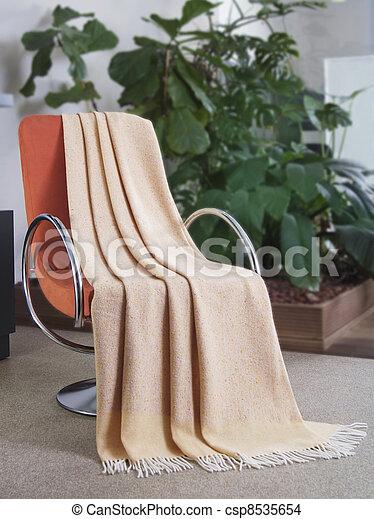 Tíralo sobre una silla - csp8535654
