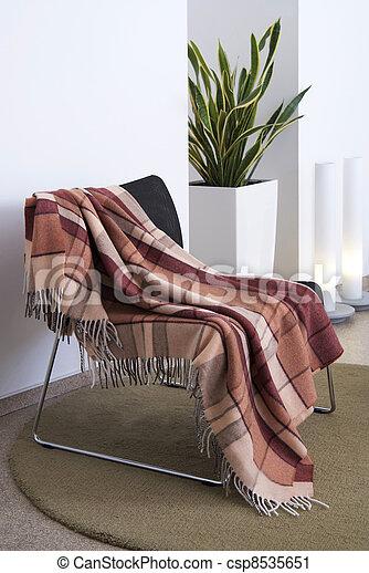 Rodeado sobre una silla - csp8535651