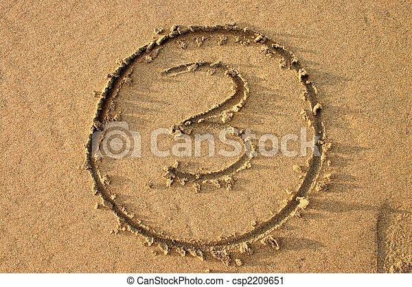 El número 3 escrito en la playa. Parte de una serie de conteo. - csp2209651