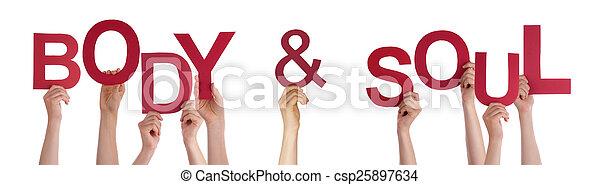 Las manos de la gente sosteniendo la palabra roja alma corporal - csp25897634