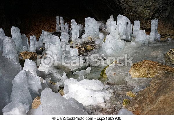 La cueva de hielo - csp21689938