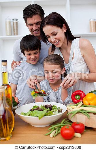cuisine, famille, ensemble, heureux - csp2813808
