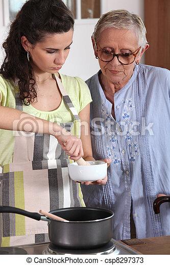 cuisine mortier femme utilisation pilon photos de stock rechercher des photographies et. Black Bedroom Furniture Sets. Home Design Ideas