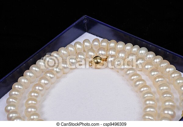 Cultivated pearl necklace. - csp9496309