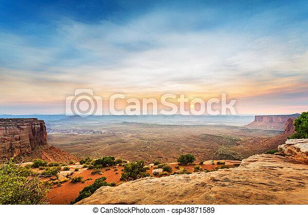 Desde la cima de la montaña arenisca al atardecer - csp43871589