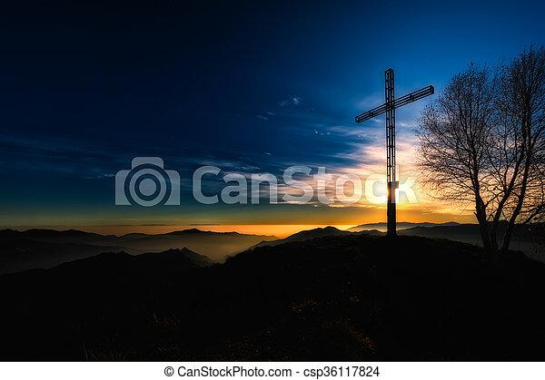 cumbre de montaña, ocaso, cruz - csp36117824