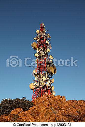 Torre de comunicaciones sobre una montaña - csp12903131