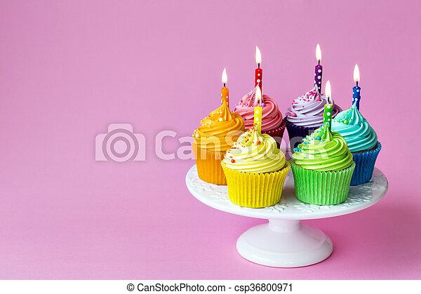 Magdalenas de cumpleaños - csp36800971
