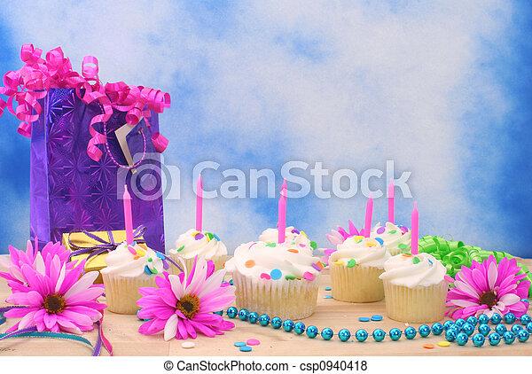cumpleaños, cupcakes - csp0940418