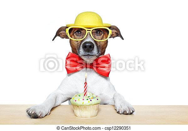 Pastelillo de perro de cumpleaños - csp12290351