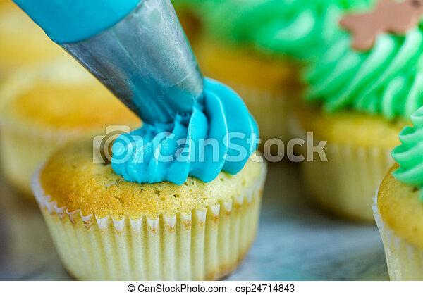 cupcakes - csp24714843