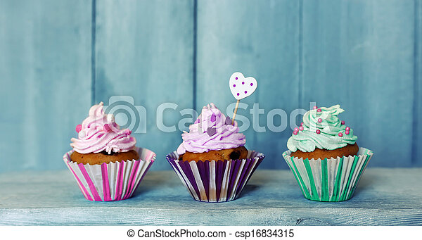 Cupcakes - csp16834315