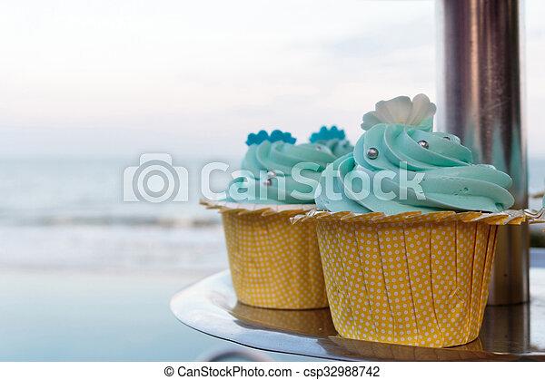 Cupcakes - csp32988742