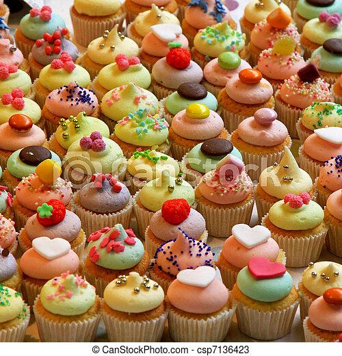 Cupcakes - csp7136423