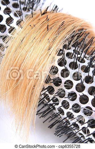 Cepillo rizado y cabello rubio - csp6355728