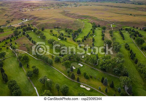 Campo de golf aéreo - csp23095344
