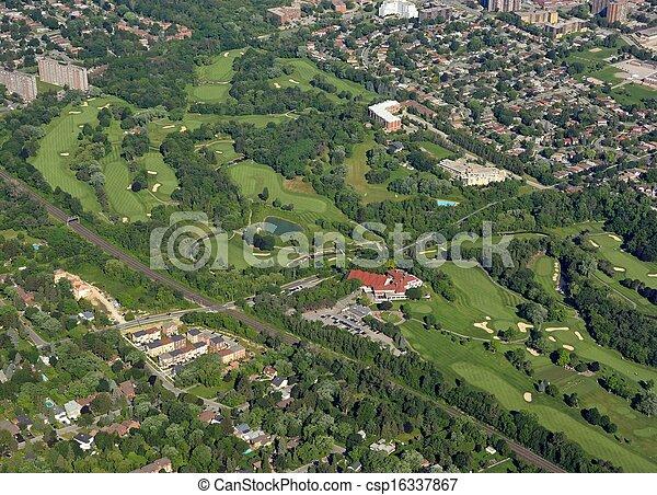 Campo de golf aéreo - csp16337867