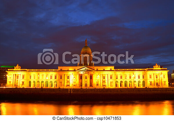 Custom House on the river Liffey in Dublin city at night.  - csp10471853