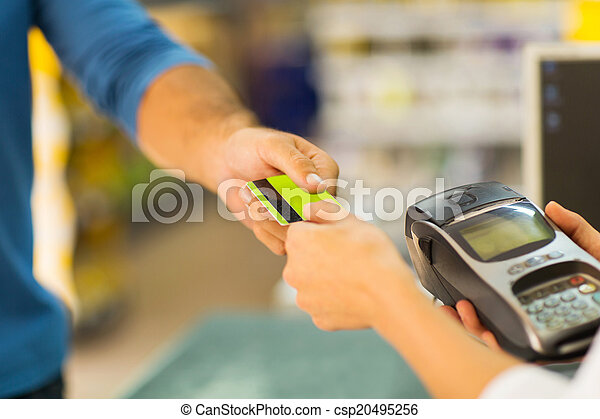 customer paying with credit card - csp20495256