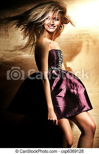 Cute blonde posing - csp6369128