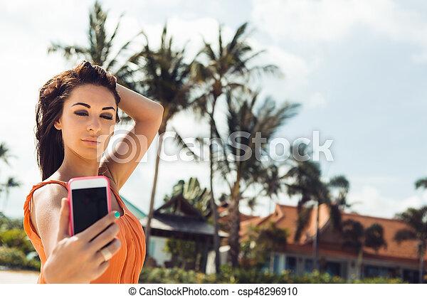 Amateur models getting naked