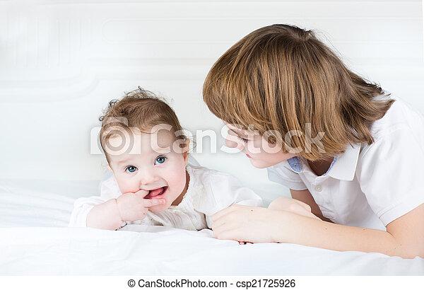 cute, irmã, irmão, junto, bebê, tocando - csp21725926
