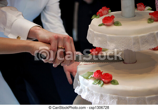 Cutting wedding cake - csp1306728