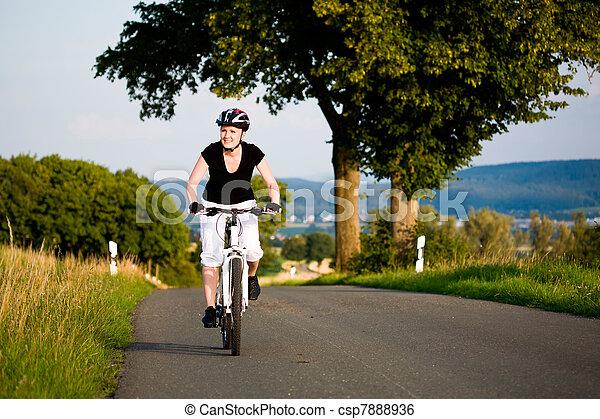 cyclisme femme - csp7888936