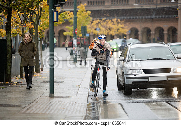 cycliste, utilisation, talkie-walkie, mâle, rue - csp11665641