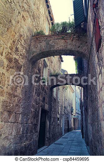 dávný, omezený, město, omis, chorvatsko, ulice - csp84459695