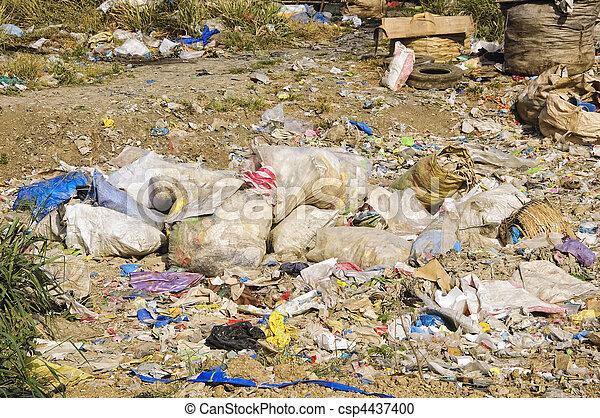 décharge ordures - csp4437400