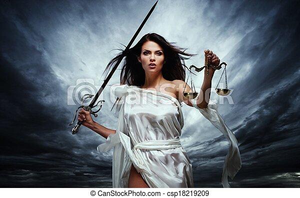 déesse, orageux, femida, justice, balances, ciel, contre, dramatique, épée - csp18219209