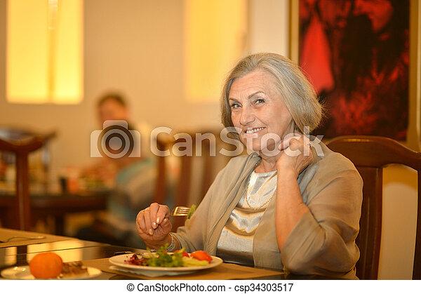 dîner, personne âgée femme, avoir - csp34303517