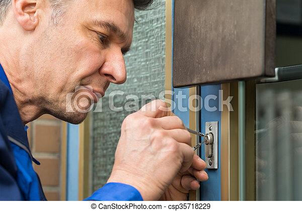 dörr, lockpicker, fixa, hem, handtag, manlig - csp35718229