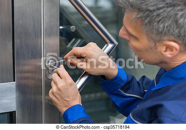 dörr, lockpicker, fixa, hem, handtag, manlig - csp35718194