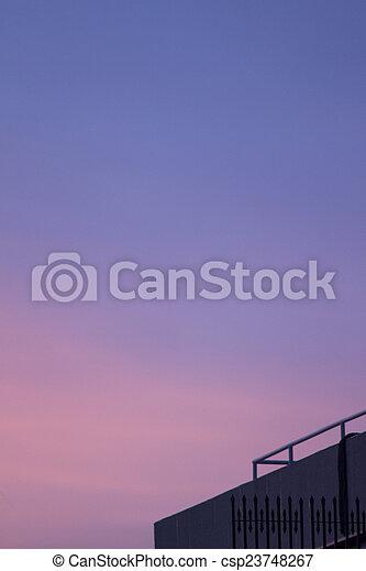 dach, zachód słońca, zmierzch, budowa niebo, miasto, sylwetka - csp23748267