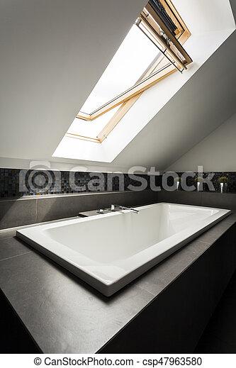 Stilvolles Dachbad Mit Badewanne Ruhiges Und Stilvolles