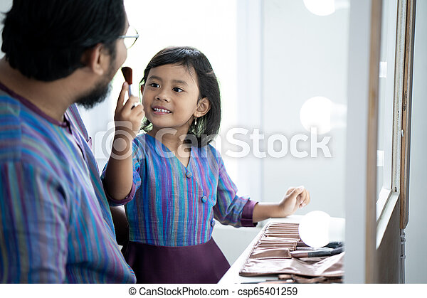daddy and daughter play with make up - csp65401259