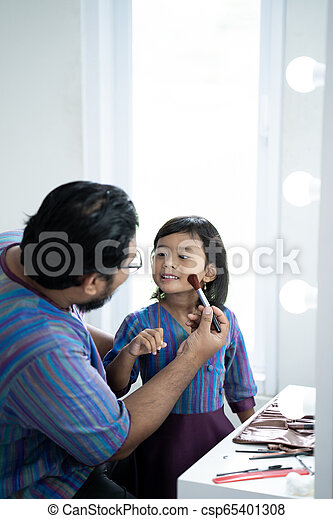 daddy and daughter play with make up - csp65401308