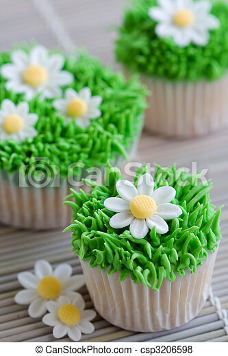 Daisy cupcakes - csp3206598